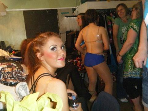 【画像】舞台ダンサーの楽屋、生着替えパラダイスでエロ過ぎ。(31枚)・21枚目