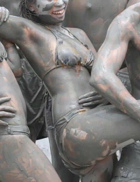 ポロリ続出「ドロ祭り」とかいうギャラリーが男だらけのお祭りがエロい(画像35枚)・27枚目