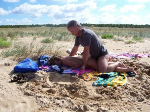 ヌーディストビーチで果敢にセックスしちゃう外国人のエロ画像集(37枚)・29枚目