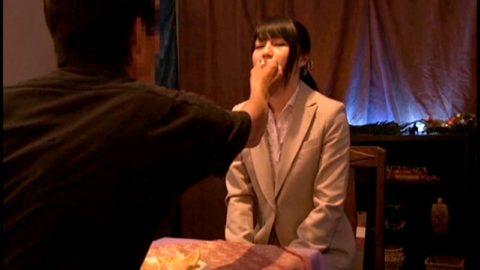 【画像】AVの「催眠術企画」ガチだと証明される。この顔はアカン。。(45枚)・29枚目