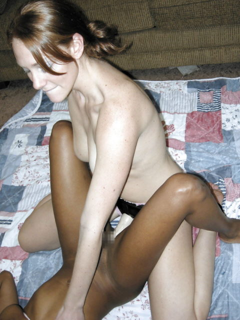 白人と黒人がブッ挿し合ってるペニバンレズ画像集(18枚)・3枚目