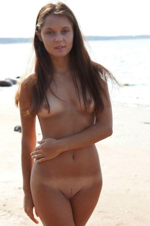 日焼け跡が生々しい外人素人女子のエロ画像集(50枚)・30枚目