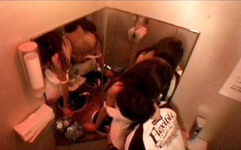 【有能】No1キャバ嬢がトイレで行っている枕営業が撮影されるwwwwwww(画像あり)・34枚目