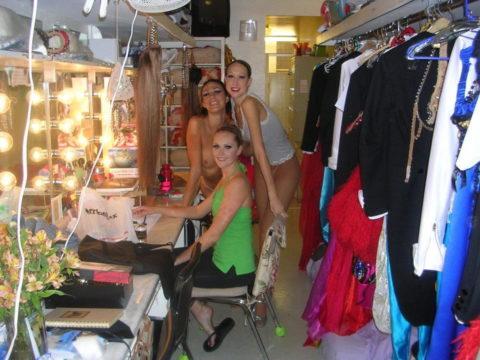 【画像】舞台ダンサーの楽屋、生着替えパラダイスでエロ過ぎ。(31枚)・31枚目