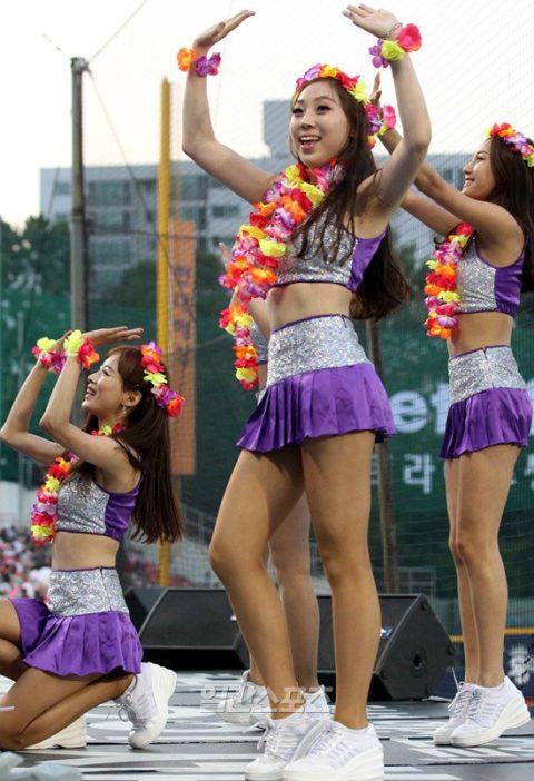 韓国のチアガール、期待を裏切らないセクスィーさwwwwwwwwww(画像38枚)・36枚目