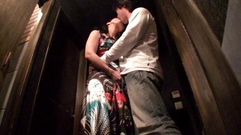【有能】No1キャバ嬢がトイレで行っている枕営業が撮影されるwwwwwww(画像あり)・36枚目