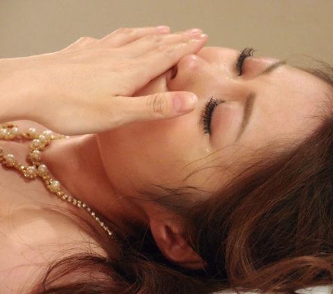 AV出演を後悔してるのか…?涙目になってるAV女優のエロ画像集(38枚)・4枚目