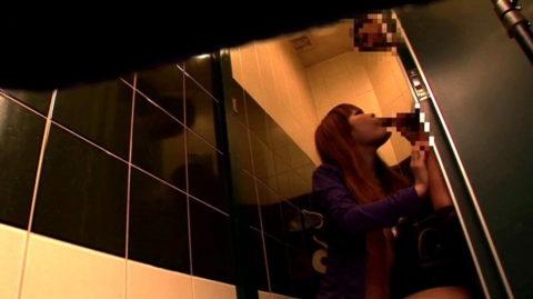 【有能】No1キャバ嬢がトイレで行っている枕営業が撮影されるwwwwwww(画像あり)・5枚目