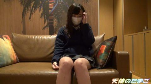 """【初体験】人生で初めて""""電マ""""をクリに当てられた女の子の反応がこちら。・1枚目"""