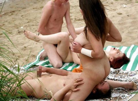 ヌーディストビーチで乱交してる破廉恥外人たちのエロ画像集(34枚)・6枚目