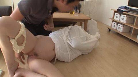 「スカート巾着」とかいう鬼畜行為されたまんさんの反応ワロタwwww(画像あり)・6枚目