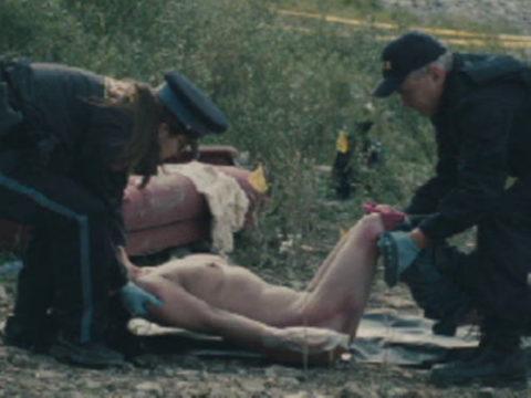 【グロエロ】映画唯一のエロシーン、ただ全裸の女性は遺体です。興奮する??(23枚)・1枚目