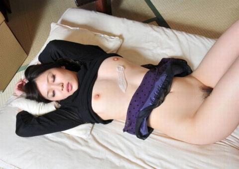 セックス事後にザーメン入りコンドームを女に乗せて撮影するヤツ有能すぎwwwwwww(31枚)・1枚目