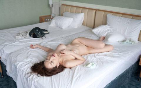 用済みの女、ベッドでぐったりしてるから撮ったったwwwwww(画像あり)・10枚目