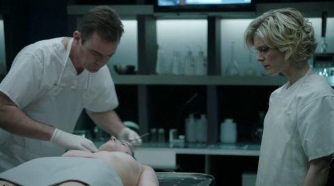 【グロエロ】映画唯一のエロシーン、ただ全裸の女性は遺体です。興奮する??(23枚)・12枚目