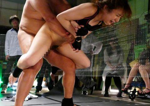 【画像】極限に鍛えた格闘家まんさんマンコを犯されボッコボコにされる…・16枚目