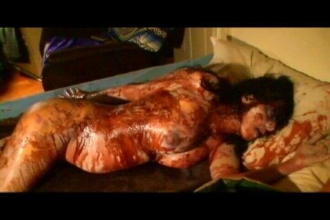 【グロエロ】映画唯一のエロシーン、ただ全裸の女性は遺体です。興奮する??(23枚)・18枚目