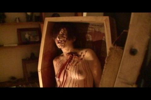 【グロエロ】映画唯一のエロシーン、ただ全裸の女性は遺体です。興奮する??(23枚)・19枚目