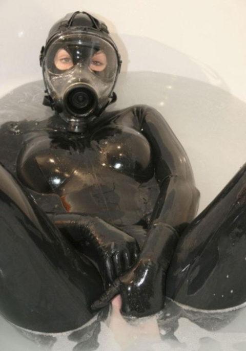 【マニアック】世界のアブナイ奴、ガスマスク付けてセックスする・・・(画像あり)・2枚目