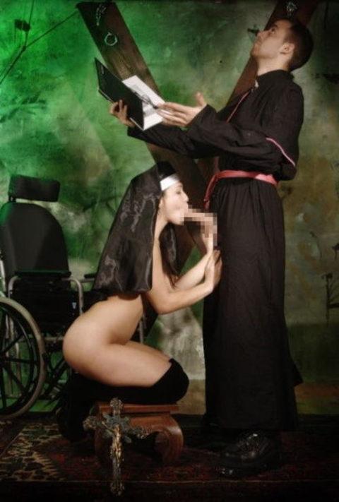 神に仕える修道女さん、教会ではこんな事してる・・・バチ当たりやなwwwww(画像33枚)・20枚目