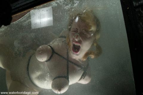 """【拷問】ガチの""""水責め""""で調教される死にかけまんさんがこちら。。(画像あり)・22枚目"""