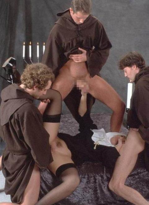 神に仕える修道女さん、教会ではこんな事してる・・・バチ当たりやなwwwww(画像33枚)・25枚目