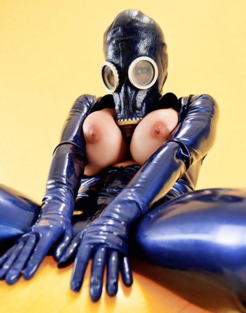 【マニアック】世界のアブナイ奴、ガスマスク付けてセックスする・・・(画像あり)・27枚目