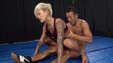 【画像】極限に鍛えた格闘家まんさんマンコを犯されボッコボコにされる…・3枚目