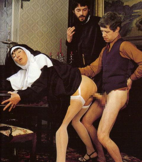 神に仕える修道女さん、教会ではこんな事してる・・・バチ当たりやなwwwww(画像33枚)・32枚目