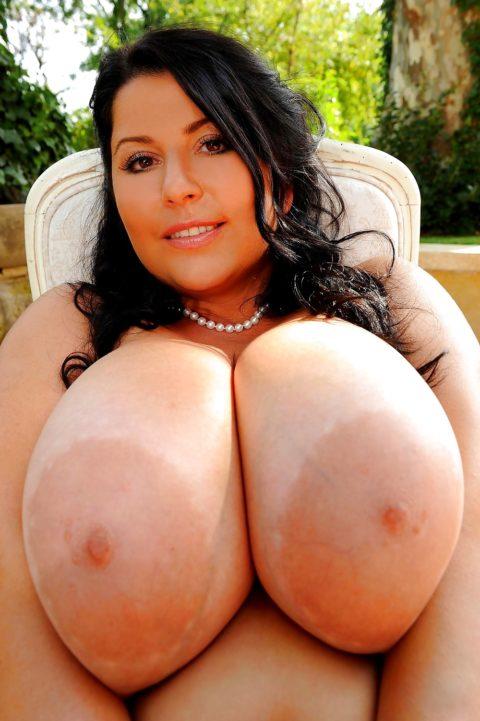 【超乳】天然モノの世界の超爆乳女のおっぱいをご覧ください。(35枚)・33枚目