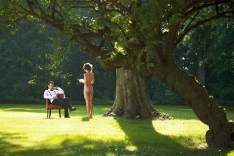 全裸女を従え街を徘徊する羨ましいとしか思わないエロ画像集。(40枚)・33枚目