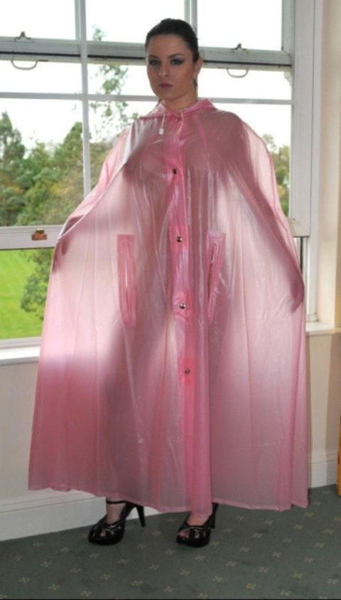 全裸に透明なレインコートを着て楽しそうなただの変態エロ画像。(32枚)・32枚目