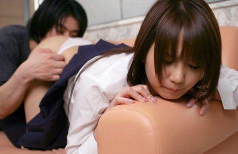 【クンニ】女子学生さん、いきなりマンコを舐められた時の反応。(画像あり)・4枚目