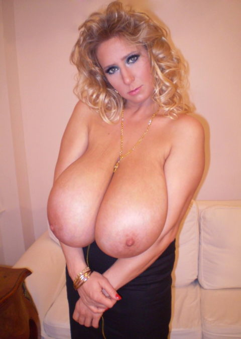 【超乳】天然モノの世界の超爆乳女のおっぱいをご覧ください。(35枚)・4枚目