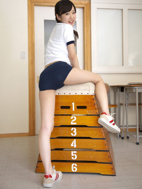【ブルマ】平成生まれの大半が知らない体操着。これは変態に売れるわwwwwww(40枚)・6枚目