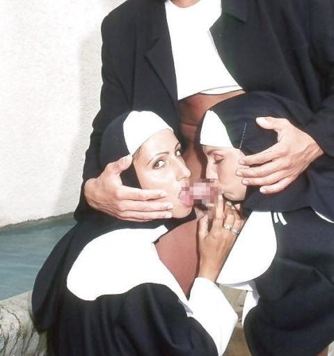 神に仕える修道女さん、教会ではこんな事してる・・・バチ当たりやなwwwww(画像33枚)・8枚目