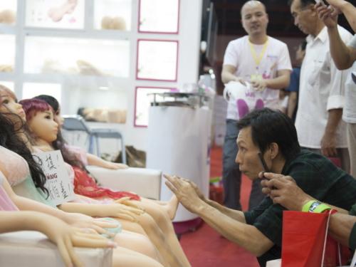 中国最大のラブドールフォーラム、男5万人の集客に成功するwwwwwwww(画像あり)