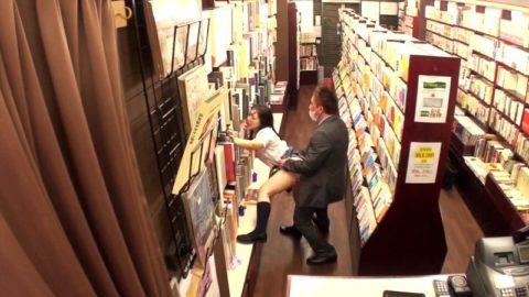【衝撃】田舎の本屋さん、客が来ないのをいい事に客に悪どい事してるんだが。。(画像あり)・11枚目