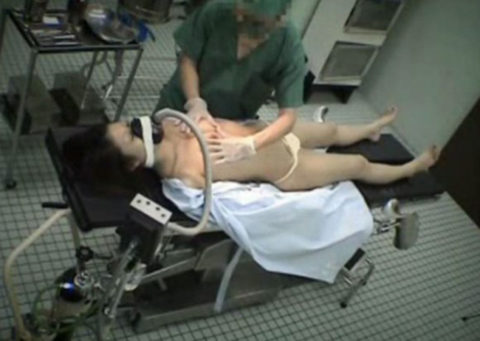 【不謹慎】全身麻酔の手術患者が執刀医にエロい事されてるんだが・・・(画像あり)・12枚目