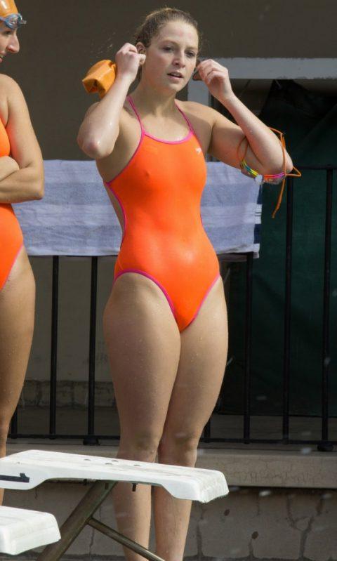 競泳水着女子がエロさ倍増する瞬間ってこれだよな?直す時がまたエロいwwwww(画像40枚)・19枚目