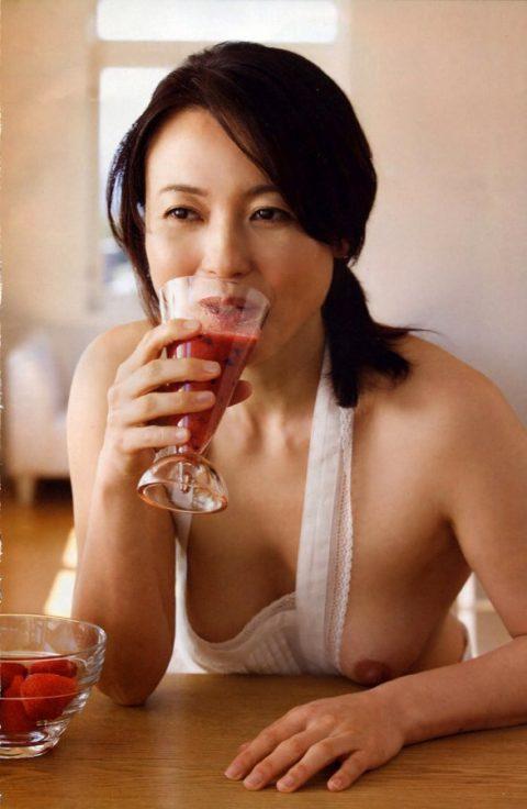 【誰得?】熟女の女性芸能人のヌード写真。マニアしか理解できない領域でワロタwwwww・19枚目