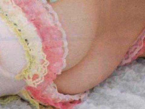 【NMB48】白間美瑠(21)がピンク乳首が見えた。ハプニングエロ画像(画像あり)・2枚目