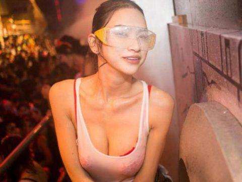【画像】タイの水掛け合う「ソンクラーン」とかいう祭り。天国すぎワロタwwwwwww・20枚目