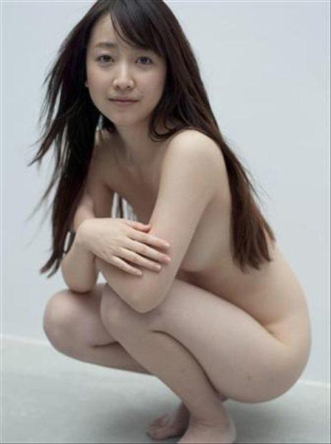 【画像】セミヌードで「横乳」を晒す女性芸能人。ベスト横乳はどれ??(27枚)・27枚目