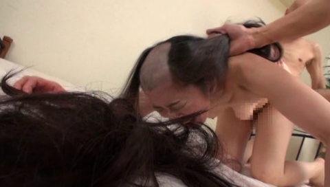 【鬼畜】内容を聞かずにAV出演した女さん丸刈りにされガチ泣き・・・(画像あり)・31枚目