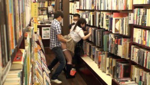 【衝撃】田舎の本屋さん、客が来ないのをいい事に客に悪どい事してるんだが。。(画像あり)・36枚目