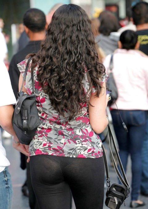 【街撮り】スパッツからパンツが透けたケツを狙った盗撮犯の画像ファルダwwwwwww・8枚目