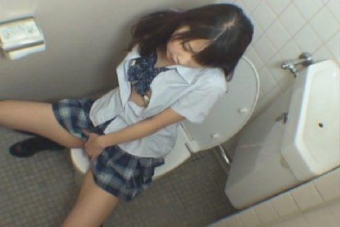 【悲報】思春期JKさん、トイレでオナニーしてる様子を盗撮される。。(画像あり)・10枚目
