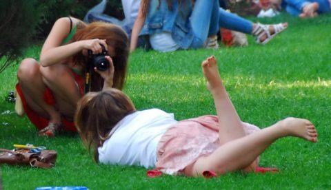 【街撮り】カメラが趣味の素人まんさん、一瞬の油断を盗撮されるwwwww・12枚目