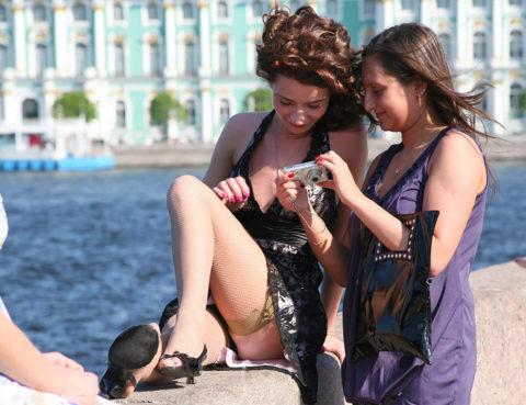 【街撮り】カメラが趣味の素人まんさん、一瞬の油断を盗撮されるwwwww・14枚目